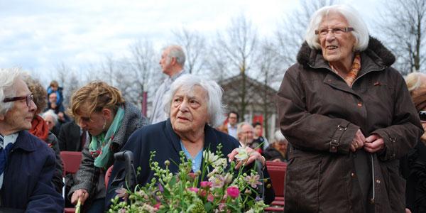 rechts Marianne Burgers